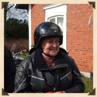 Christina på motorcykel i Malmö