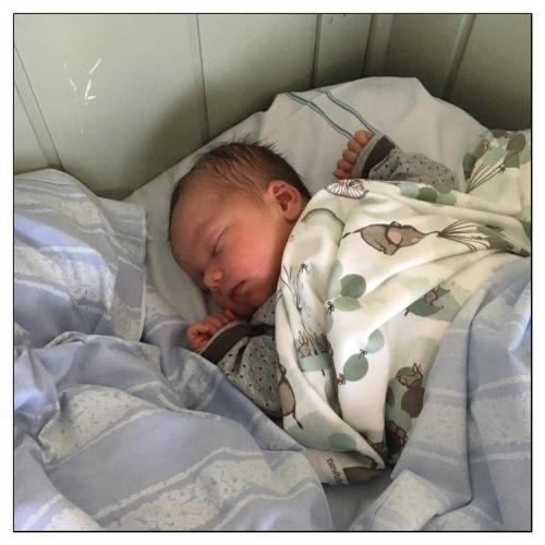 Amanda i mammas säng